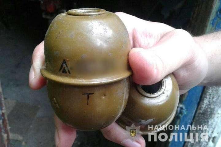 На Донеччині 18-річний хлопець зберігав удома гранати та пластид