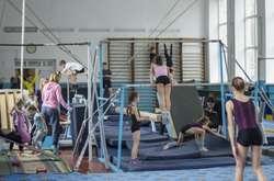 Фото: — Чи можна виховати спортсмена високого класу в умовах такої тисняви?