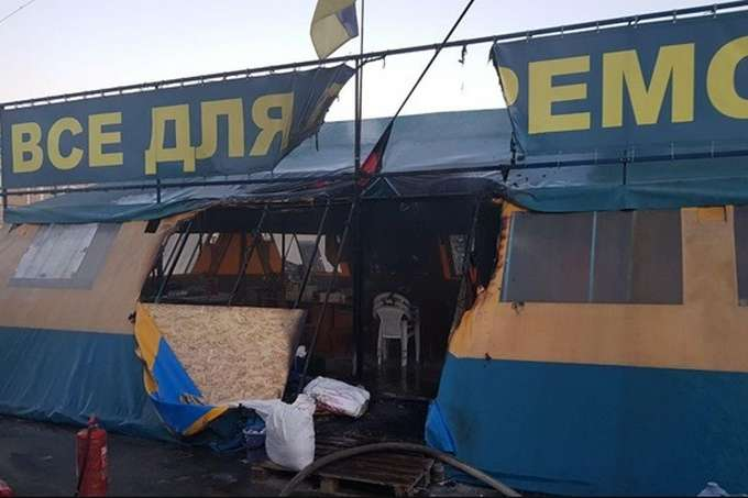 Суд взяв під варту обвинуваченого в підпалі волонтерського намету у Харкові