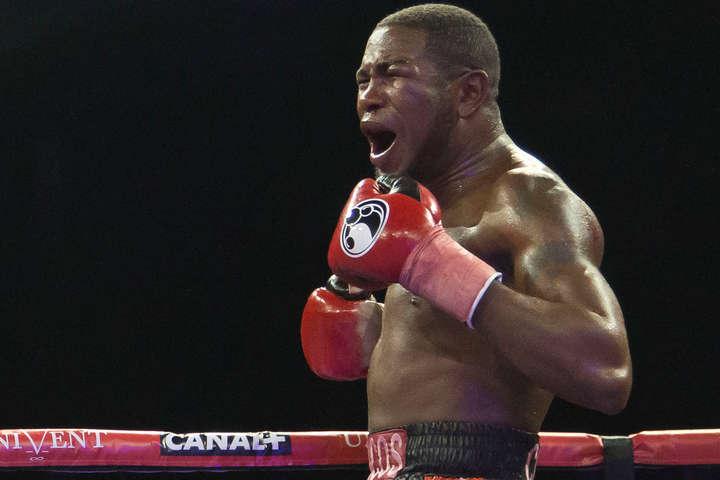 Кубинець Дортікос жорстоко побив американця і знову став чемпіоном світу (відео)