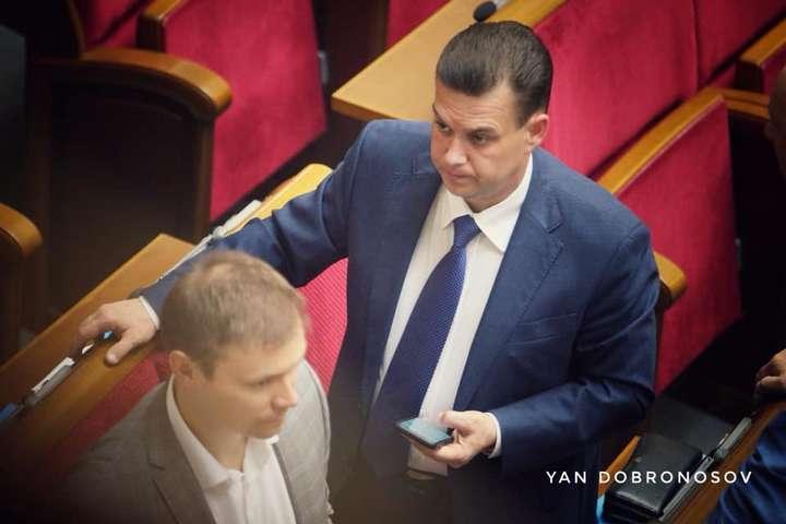 Депутат від Опоблоку обговорює «тьолочок» в Раді і планує купити молокозавод (фото)l