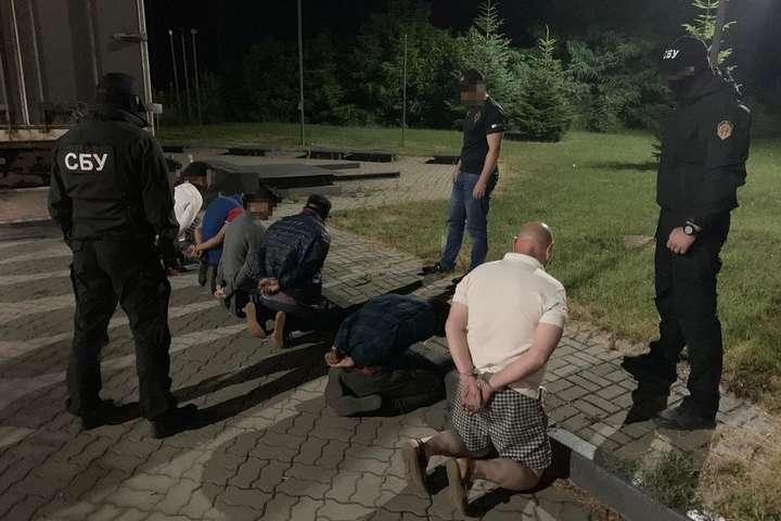 На Закарпатті СБУ блокувала нелегальну міграцію іноземців за кордон (фото)