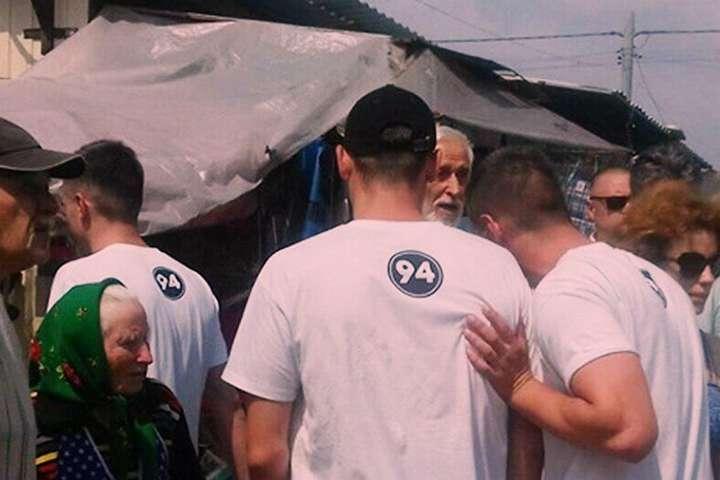 Повідомляють, що на 94-му окрузі вже почались провокації за допомогою молодиків з брендованими футболками