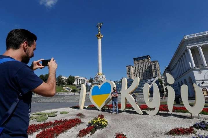 На відміну від України, Київ жителів не втрачає