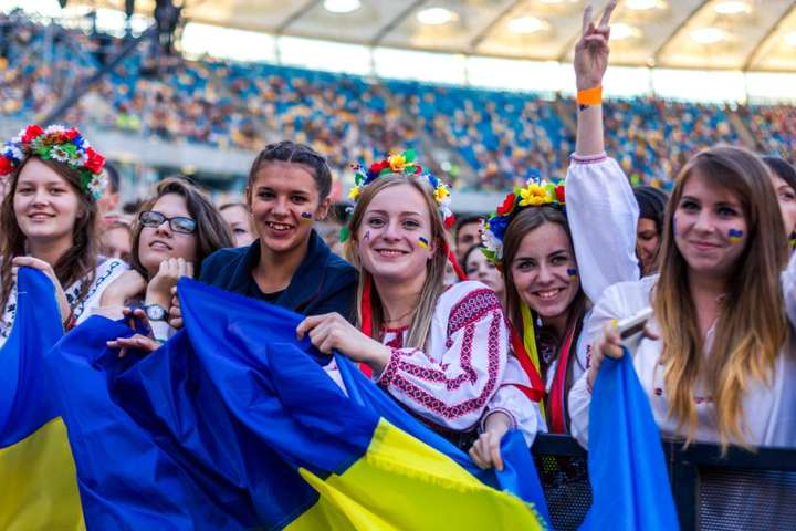 """<img src=""""/ftp_upload/images/molody2019.jpg"""" alt=""""Молодь Україна"""" width="""""""" height="""""""" itemprop=""""image"""" /> — Покоління YouTube. Чим живуть і про що мріють українські міленіали"""