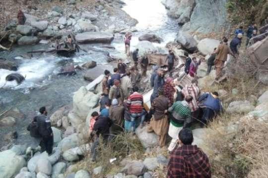 В Індія сталась страшна ДТП із пасажирським автобусом — В Індії пасажирський автобус впав в ущелину, загинуло 32 людей