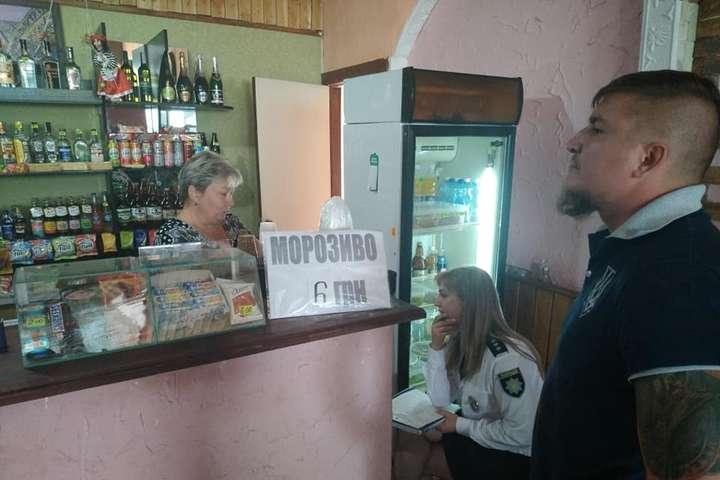 Представники Нацкорпусу викликали в кафе поліцію — Під Києвом прикрили наливайку, де продавали сурогат дітям (фото)