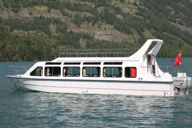 У Чорному морі перекинулося судно з туристами: є загиблі