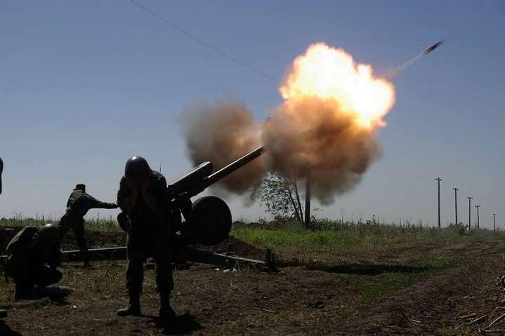 Бойовики за добу 14 разів обстріляли українських бійців, є поранені