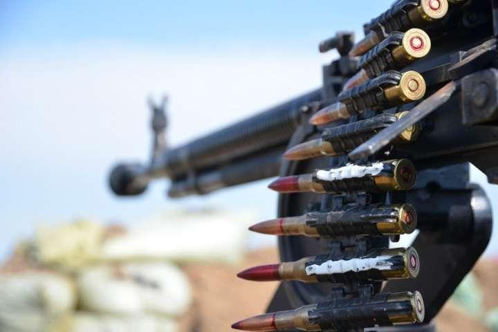 НаЛуганському напрямку уранковий час противник тричі зміномету калібру 82мм відкривав вогонь поопорних пунктах підрозділів Об'єднаних сил поблизу Кримського — Окупанти на Донбасі вісім разів обстріляли українські позиції