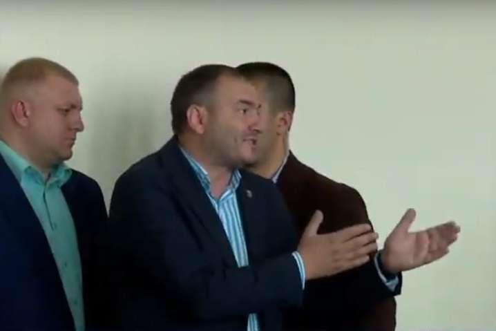 <span>Коли Годунок заявив, що він «теж президент», як йшлося в інавгураційній промові Зеленського, глава держави відповів: «Ти — точно не президент»</span> — Бориспільський чиновник, якого з наради вигнав Зеленський, кардинально змінив свою позицію (відео)