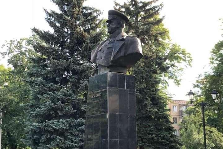 Восстановленный памятник Жукову в Харькове — В Харькове восстановили памятник советскому маршалу Жукову