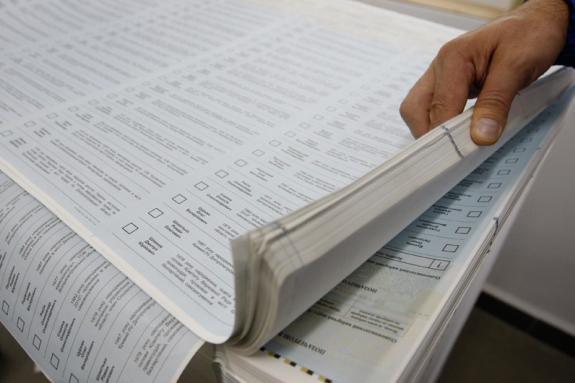 Онищенко нагадав, що за законом все має бути надруковано за 7 днів до дня виборів, тобто, до 21 липня