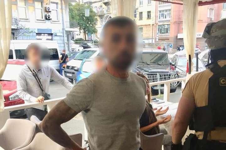 Розшукуваного іноземця затримали у Голосіївському районі Києва - У Києві затримали турка, якого розшукував Інтерпол за вбивство професора (відео)