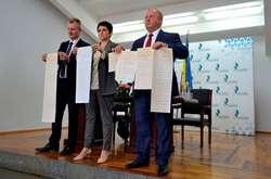 Фото: — На поліграфкомбінаті «Україна» представили виборчі бюлетені, якими українці голосуватимуть на позачергових парламентських виборах 21 липня