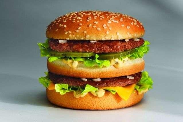 В США бургер «Бік Мак» коштує 5,74 долара, тоді як в Україні – 57 гривень, що трохи більше двох доларів - Згідно «індексу Біг Маку» долар має коштувати 10 гривень