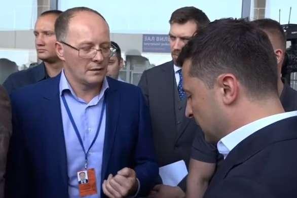 В Зеленського увірвався терпець під час розмови із директором аеропорту в Миколаєві (відео)