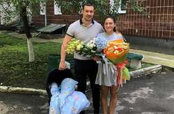 Фото: — Молоді батьки з немовлям