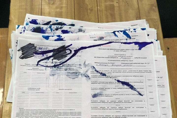 У Донецькій області зафіксована перша спроба фальсифікації виборів — На Донеччині зафіксована перша спроба фальсифікації виборів