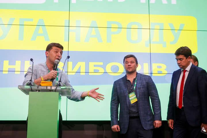 Бал «слуг». Як Зеленський вітав свою партію з перемогою (фото)