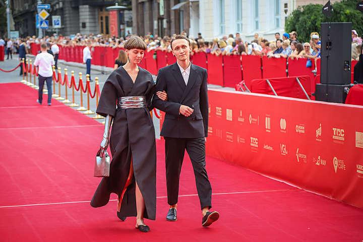 Закрытие Одесского кинофестиваля: лучшие наряды с красной дорожки
