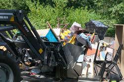 Фото: — Без техніки вручну було б неможливо прибрати все сміття в Гідропарку