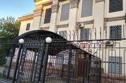 Фото: — Посольство РФ в Україні більше не захищене колючим дротом