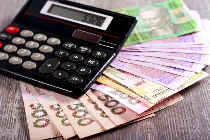 Держстат: середня зарплата в Україні перевищила $400