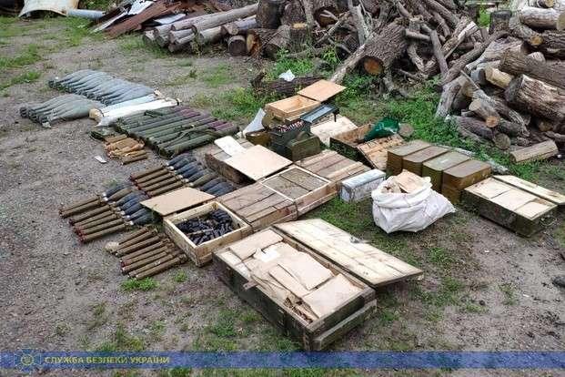 На Луганщині СБУ виявила схрон з військовими засобами ураження (фото)