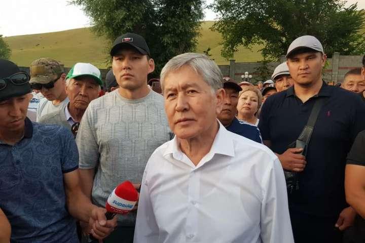 Операція із затримання Атамбаєва тривала два дні — З'явилося відео, як експрезидент Киргизстану здався спецназу