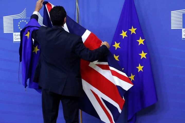 Британським урядовцям до 31 жовтня заборонили відпустки