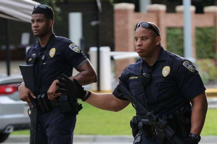 Арешт був проведений після того, як чоловік попередив у соцмережі про те, що скоро отримає назад свою штурмову гвинтівку AR-15, і порадив «не ходити у Walmart» — Поліція у Флориді запобігла масовій стрілянині в супермаркеті Walmart