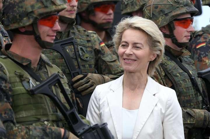<p>Урсула фон дер Ляйєн була першою жінкою на посаді міністра оборони Німеччини за всю історію держави Об этом сообщает <a href=