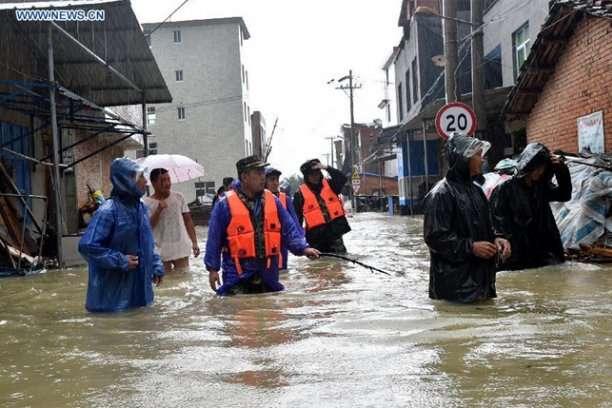 Жертвами тайфуну у Китаї вже стали 44 людини