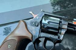 """Фото: — <div class=""""post-item__photo-author"""">Поліція затримала стрілка з пістолетом</div>"""