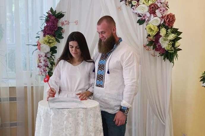 Став депутатом і оженився. Перше весілля у фракції «Слуги народу» (фото)