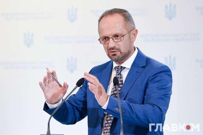 <p>Після загибелі чотирьох військових на Донбасі Безсмертний заявив, що Україна мала призупинити участь у Мінських переговорах Об этом сообщает <a href=