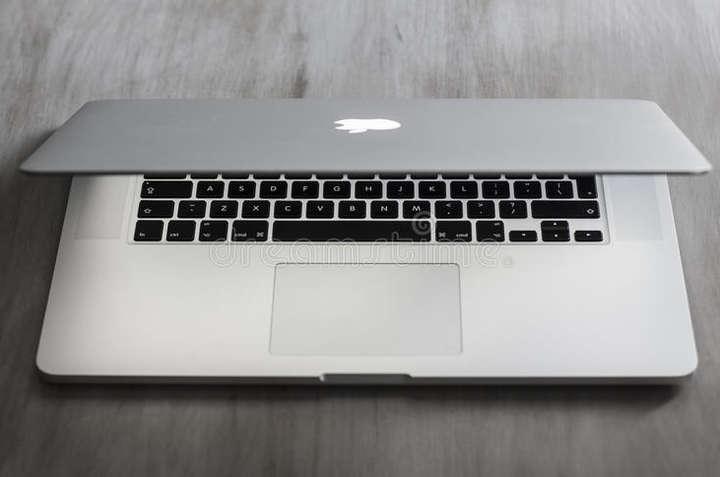 Деякі MacBook Pro.мають проблеми з батареєю, яка може перегріватися і спричинити пожежу — У США заборонили провозити в літаках MacBook Pro