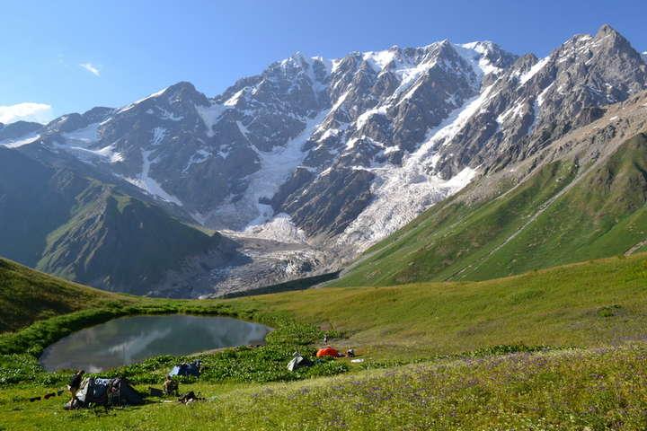 <p>Гора Тетнульд є однією з найвищих у Грузії, її висота становить 4 869 метрів Об этом сообщает <a href=