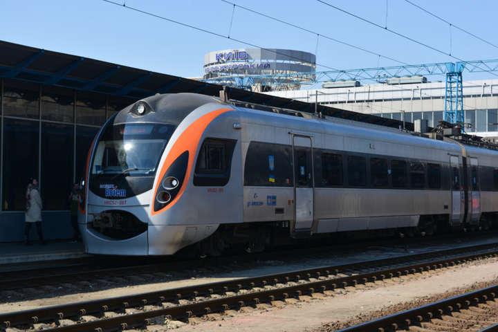 До Дня Незалежності «Укрзалізниця» запускає додаткові потяги