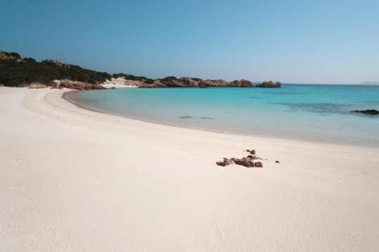 Французькі туристи можуть сісти в Італії на шість років за 40 кг піску