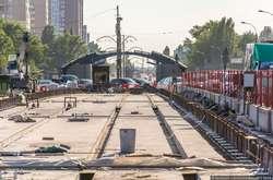 Фото: — Облаштування трамвайного полотна на Борщагівському шляхопроводі