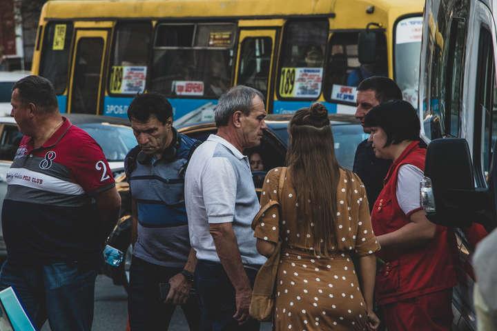 Стало відомо, хто на Range Rover влетів у натовп пішоходів у Києві (відео)