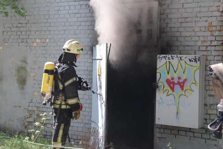 Вибух в електрощитовій на Оболоні: рятувальники повідомили подробиці (фото)