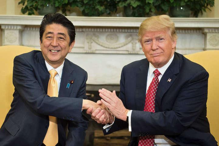 Прем'єрміністр Японії Сіндзо Абе та президент США Дональд Трамп - Саміт G7: Трамп і Абе уклали економічну угоду між США і Японією