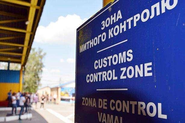 Українець намагався провезти через кордон гаджети Apple в морозильній камері
