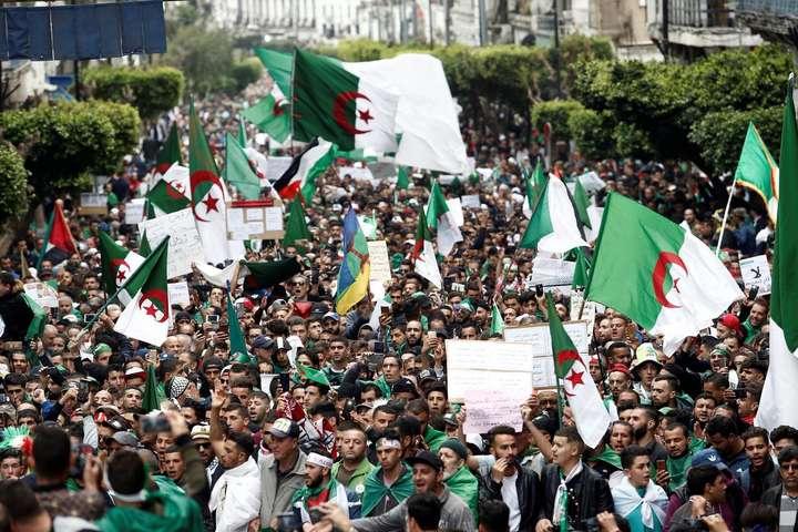 Протестувальники в Алжирі — В Алжирі відновилися антиурядові акції протесту