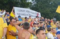 Фото: — Активісти намагаються достукатися до Зеленського литовською