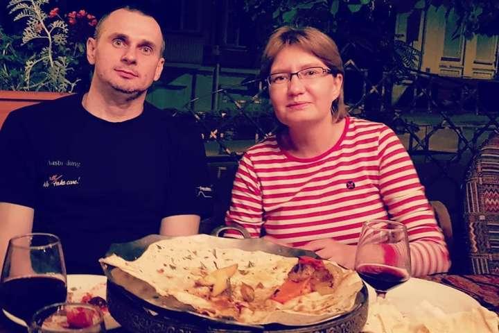 Олег Сенцов та Наталія Каплан - Сенцов зустрівся з рідними та друзями (фото)