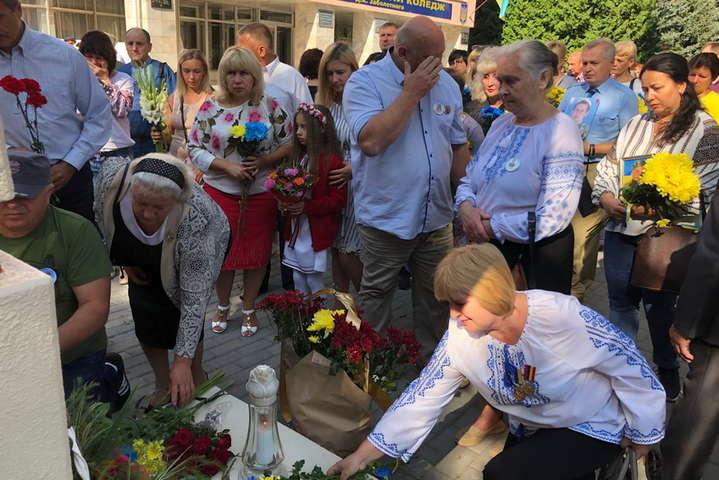 У Вінниці відкрили стелу пам'яті та провели спільну молитву за полеглих медиків і волонтерів